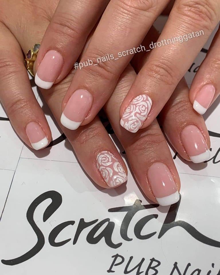 scratch nails pub