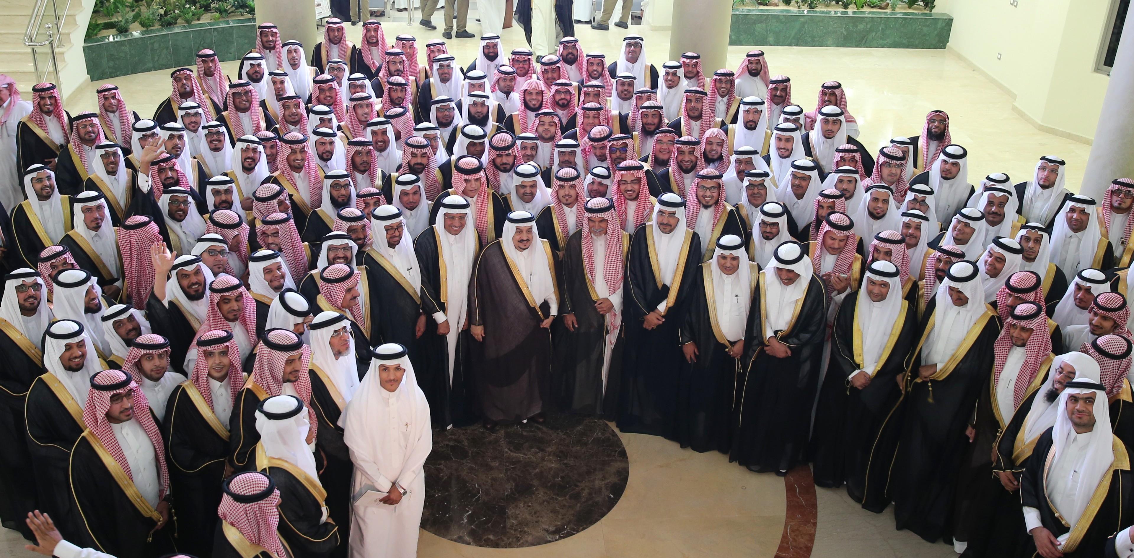 كليات الشرق العربي Linkedin