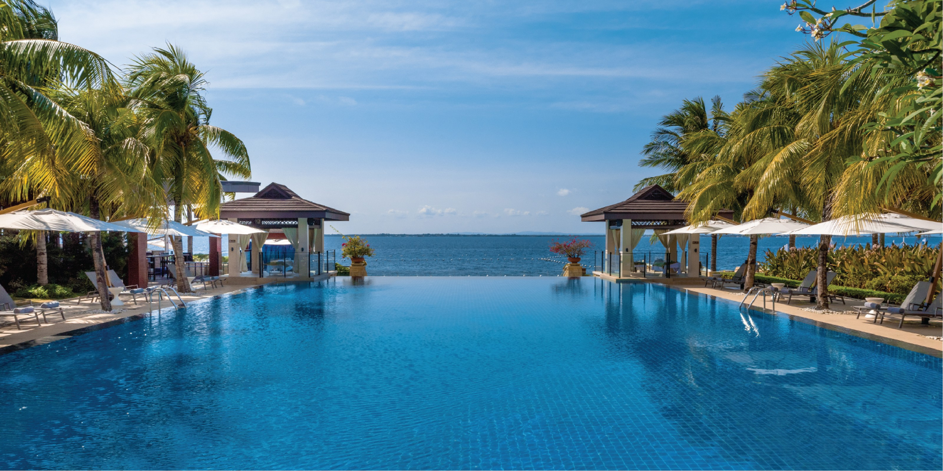 Luxury: Crimson Resort & Spa